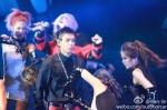 bigbang-alive-tour-beijing-120804-outdoorcar_004